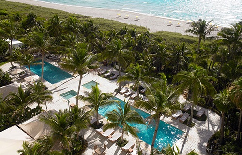 Территория отеля на берегу Майами